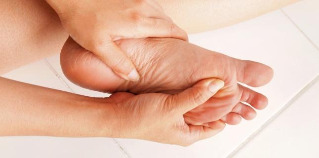umflarea durerii articulare și furnicături