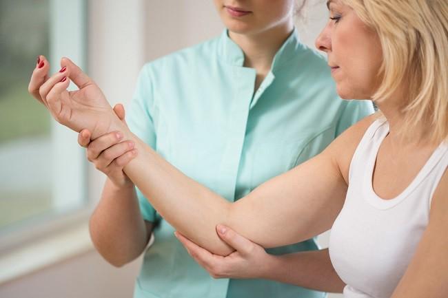 Exerciții pentru durere în articulațiile cotului mâinilor