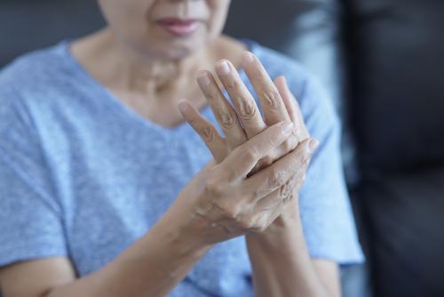 durere a articulației degetului secundar umflat generice de glucozamină cu condroitină