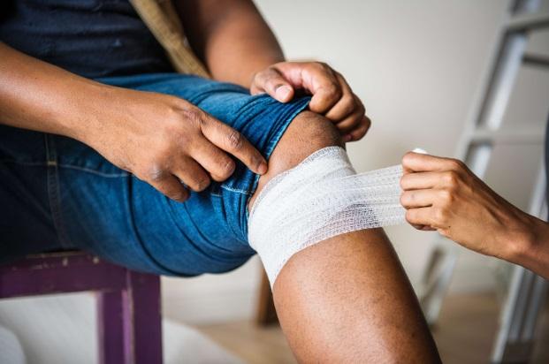 îndepărtarea lichidului de la genunchi după accidentare