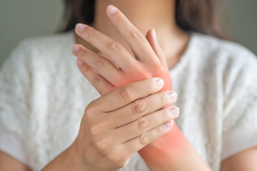 durere cu vânătăi la nivelul articulațiilor degetelor