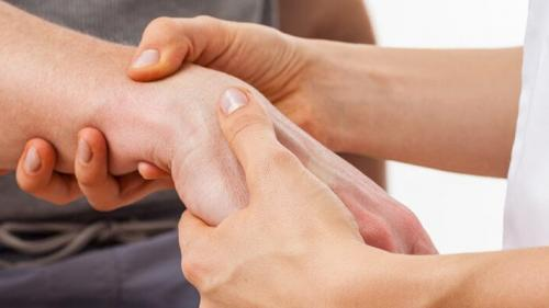 dureri articulare pe care le tratează medicul călcâiul în articulație doare