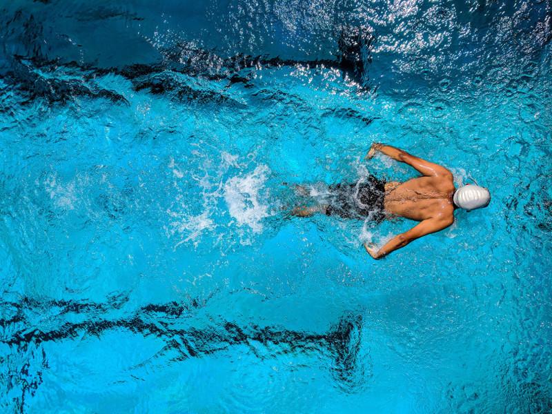 Dureri articulare la înot