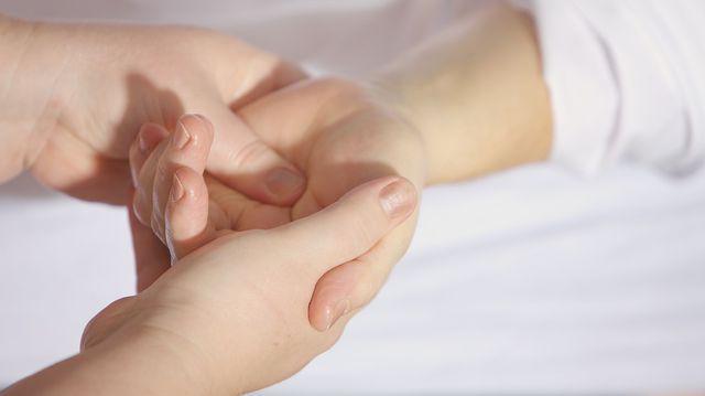 tratament al apăsării articulațiilor degetelor