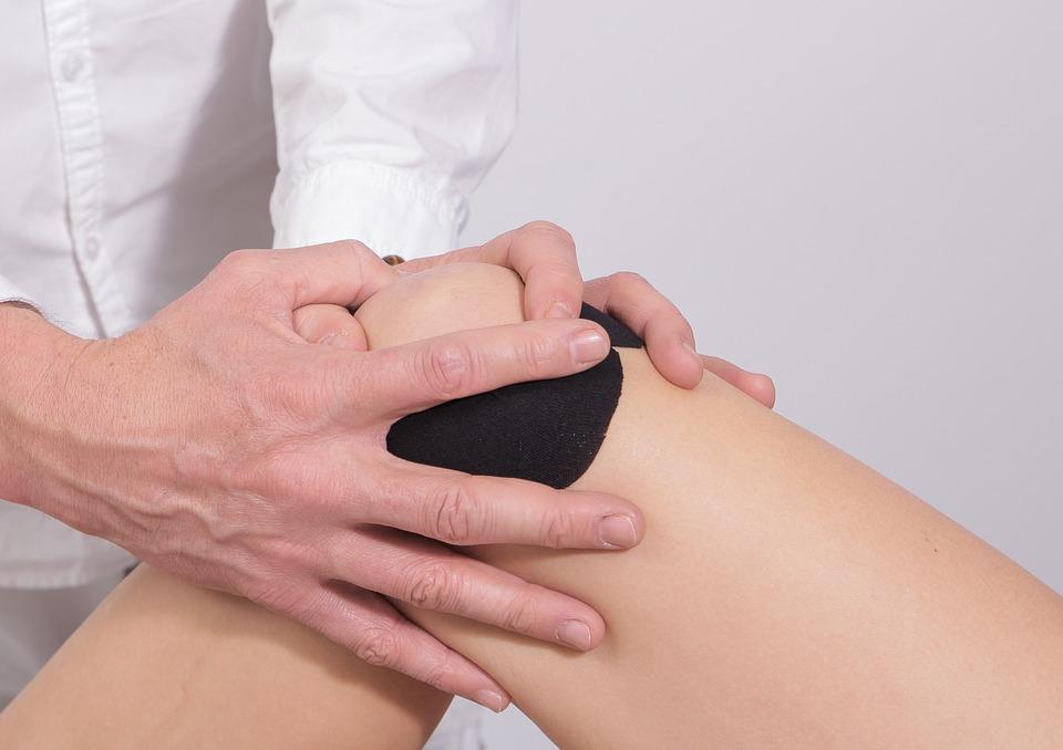 O senzație de arsură în articulația genunchiului
