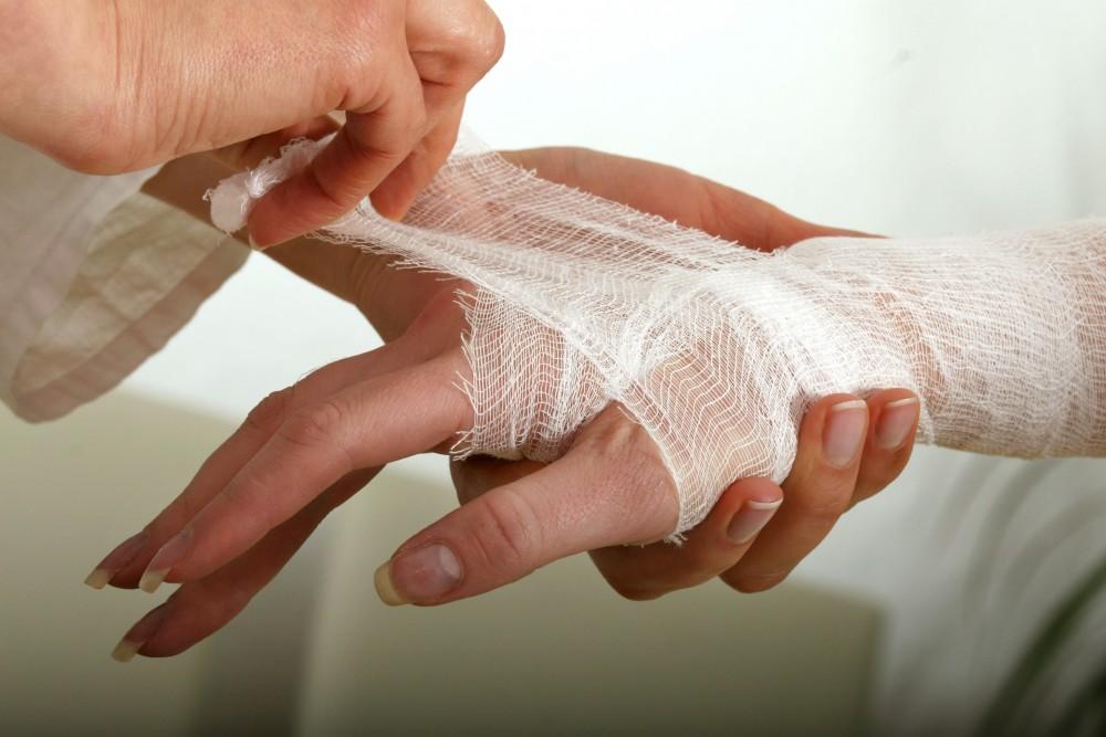 umflarea articulației luxației degetului articulațiile șoldului și cotului doare