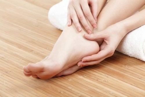 de la durere la nivelul gleznelor durere sub genunchi cum se tratează